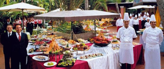 Avendoci lavorato per sette anni mi permetto di omaggiare il ForteVillage per i suoi splendidi buffet e per le persone meravigliose che li preparano!